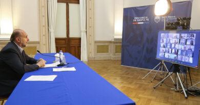 """Perotti en el Congreso de CARSFE: """"ustedes son un puntal para poner de pie a la provincia"""""""