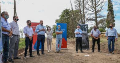 Provincia y comunas firmaron convenios para el mantenimiento de caminos rurales en la cuenca lechera santafesina